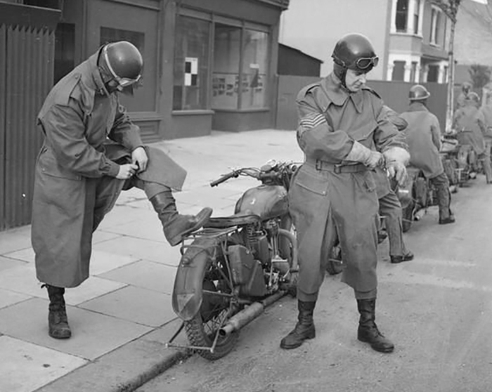 Royal-Army-Service-Corps-despatch-riders-Southend-6-Jan-1943-thumbnail2.jpg